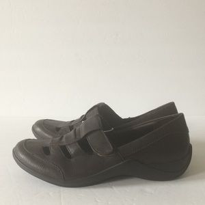 Women's Life Stride brown shoes Sz 6